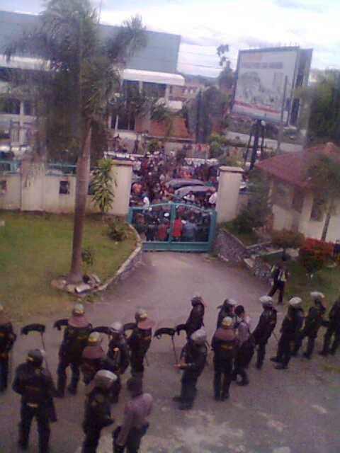 Aksi Demo Masa di Pengadilan Negeri Kabanjahe